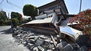 Csodával határos módon úszta meg a csecsemő Japánban, hogy ráomlott a ház
