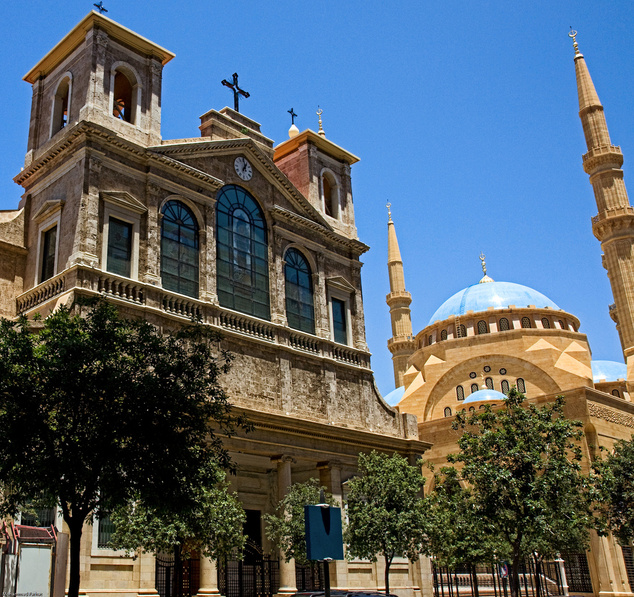 A Szent György székesegyház és a Mohammad Al-Amin mecset egymás mellett Bejrút központjában