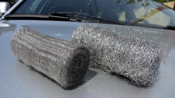 Az acélgyapjúból sokféle finomságút gyártanak. Üvegtisztításra csak és kizárólag a legfinomabbat használja!