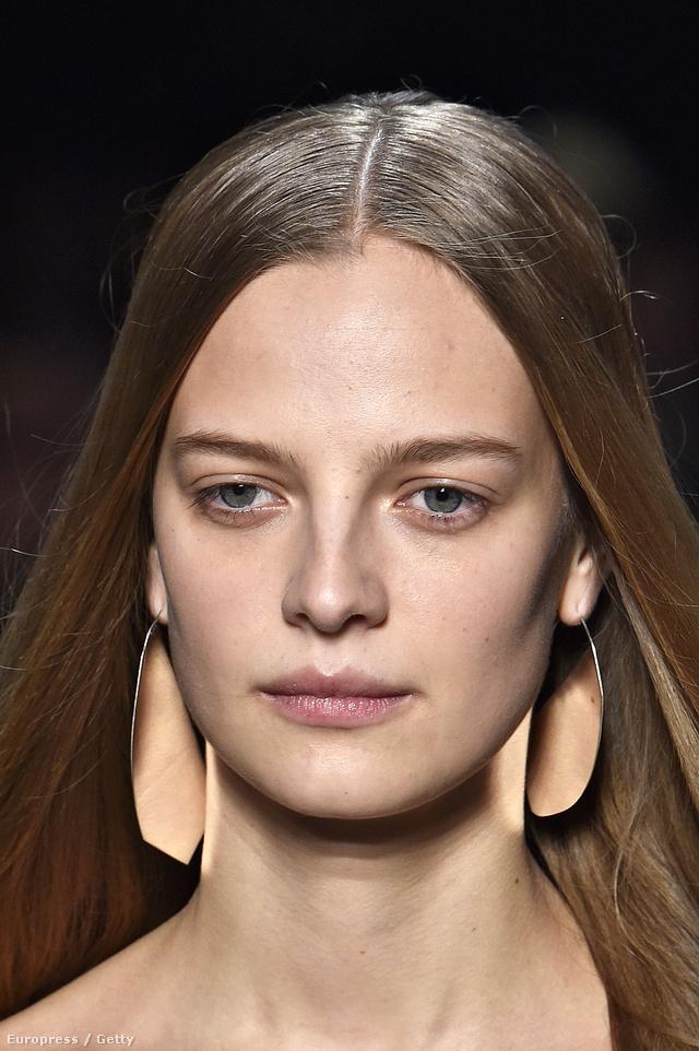 Láthatatlan smink a Narciso Rodriguez modelljén.