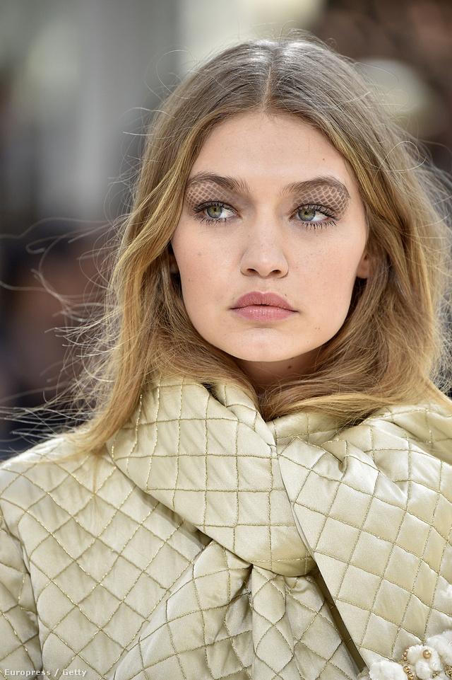 A steppelt táskák előtt tisztelgett a Chanel sminkmestere.