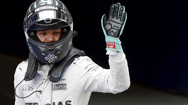 Hamilton az utolsó helyről kezd Kínában, Rosbergé a pole