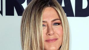 Jennifer Aniston teljesen zavarba jött attól, hogy Julia Roberts-cel forgat