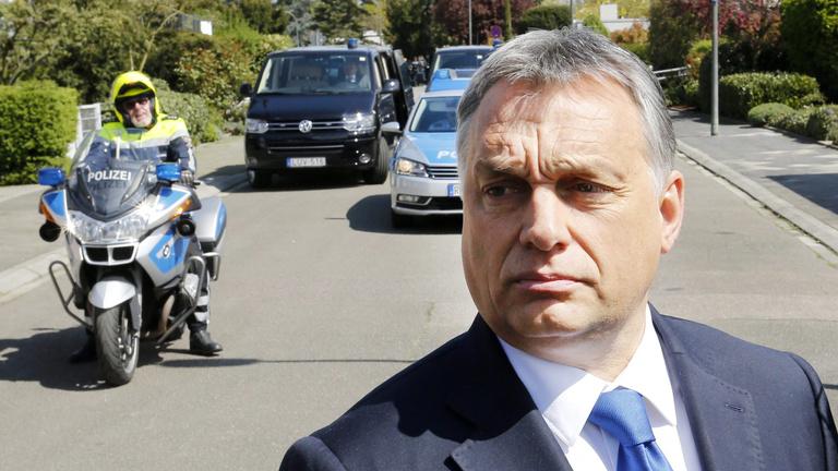 Orbán Viktor kritikát is kiolvashat barátja és mestere könyvéből