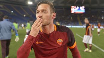 Totti beállt, három perc alatt fordított is