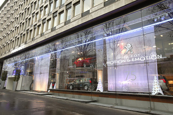 Átkutatták a hatóságok a Peugeot csoport irodáit