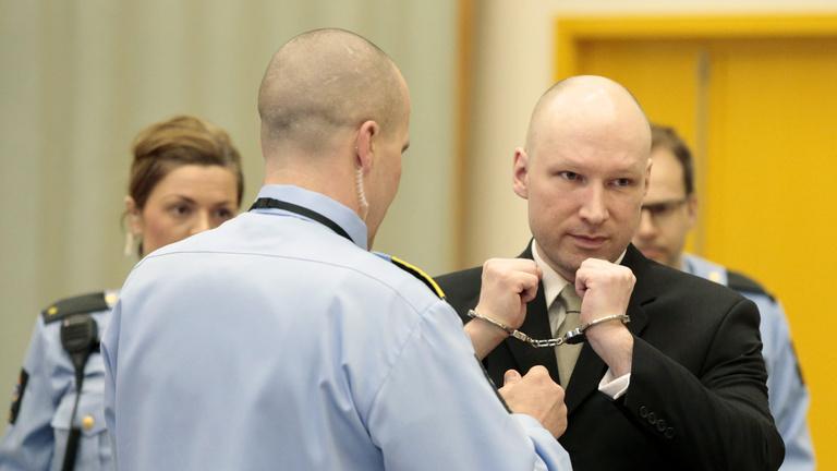 Megszabadulhat az üvegfaltól Breivik