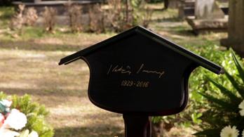 Ő volt a legszabadabb ember, akit ismertem: eltemették Kertész Imrét