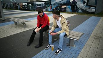 A magyar fiatalok kétharmada elégedetlen a pénzügyi helyzetével