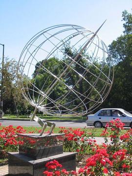 A 17. hosszúsági kör emlékműve (Wikipedia)