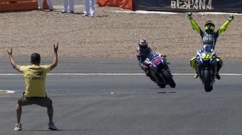 Valentino Rossi leiskolázta a mezőnyt Jerezben