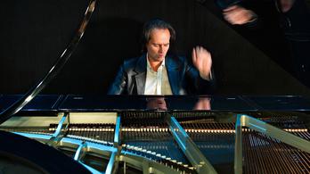 A Dóm téren is bemutatkozik az új Bogányi-zongora