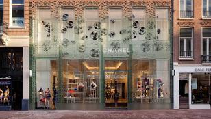 Üvegtégla homlokzatot kapott a Chanel amszterdami butikja