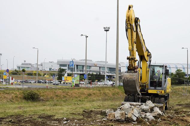 Munkálatok a reptér parkolójában