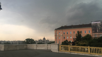 Jönnek az esőfelhők