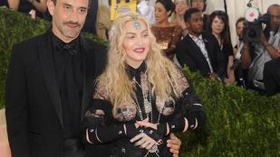 Igen, az ott tényleg Madonna letapasztott mellbimbója
