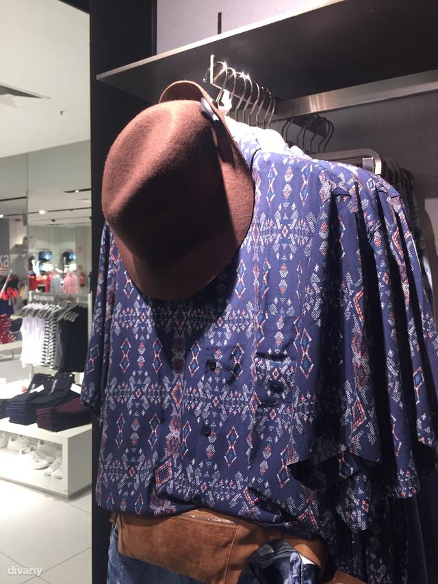 A Bershkában kezdtünk. Ez a kalap 5995 Ft.