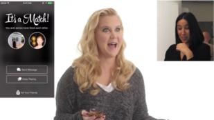 Amy Schumer tinderezés közben viccesebb mindennél
