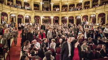 Kismamák, kórusok, operarajongók! Mindenki az Operába és az Erkelbe!