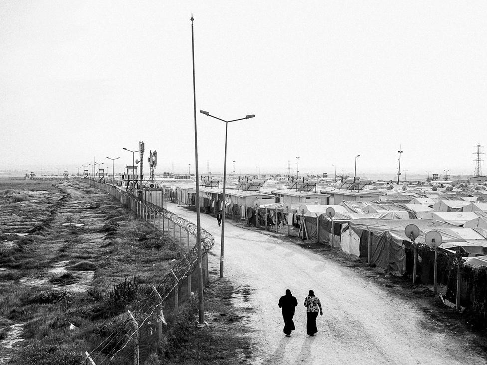Sátorváros a Hasnbeyli menekülttáborban. Az ENSZ adatai szerint az EU-Törökország megállapodás előtt közel félmillióan éltek az ország menekülttáboraiban. Pontosan nem tudni, hogy hányan élnek a városokban és a menedékkérők által elfoglalt elhagyott épületekben, de az emberi jogi világszervezet 2 millióra becsüli a számukat.