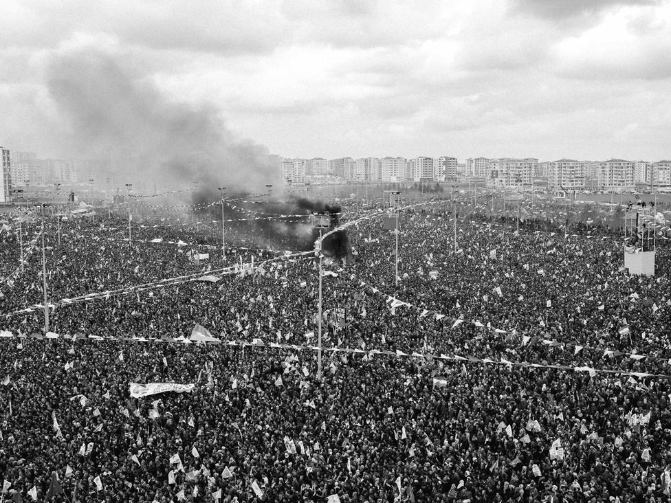 Milliók ünneplik a győzelmet Newrozban, miután Kobanît felszabadították a kurd erők.
