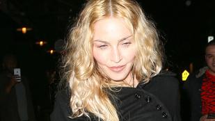 Madonna csak a puccparádékon pózol merészen kivágott ruhákban