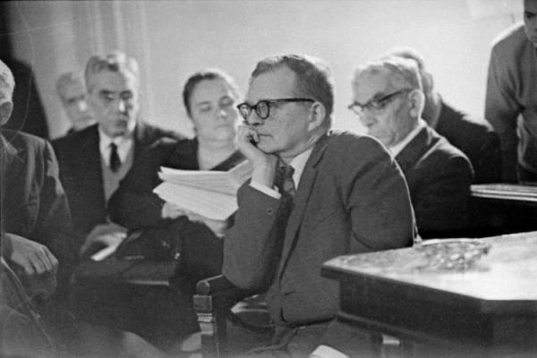 A Szovjet Zeneszerzők Szövetsége a No. 11-es vonósnégyes sorsáról dönt, 1966 (fotó: Irina Antonovna Sosztakovics - 2009)