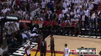 Wade sem hitte el, hogy ott megállhat a labda