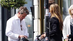 Hugh Grant szomorúan, de felvállalta gyermekei anyját