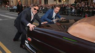 Ryan Gosling és Russell Crowe betoltak egy kocsit