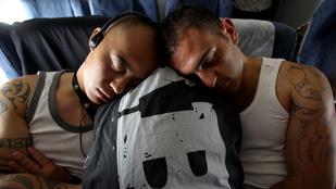 5+5 tipp, hogy kényelmesen tudjon aludni repülés közben is