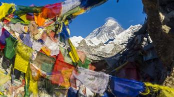 Egy év kihagyás után mászták meg a Mount Everestet