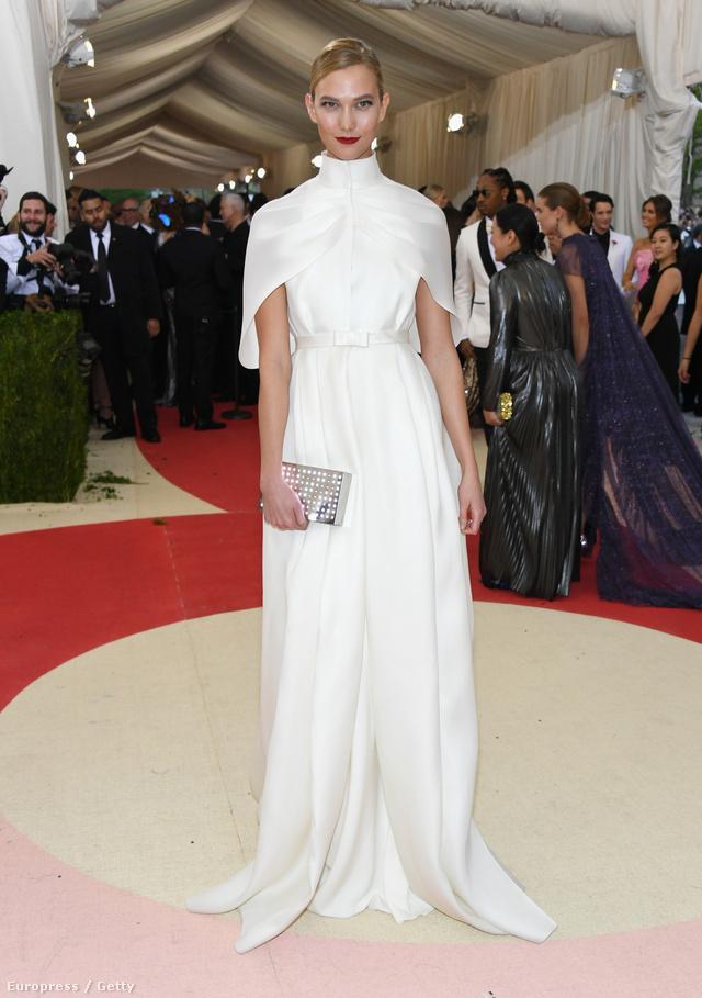 Karlie Kloss szettje a Met-gálán