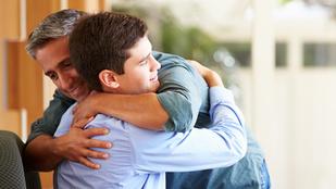 Fura: csak más szülők féltik túl a kamaszt, mi sosem