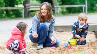 Ki hitte volna: a nők nyakába szakad a gyerek nyáron