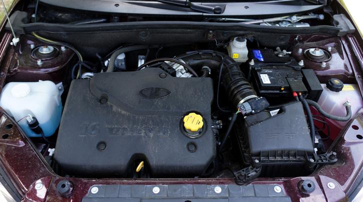 Az átlagos teljesítményű 16 szelepes ezerhatos motor kiemelkedik a közegből. Legfőbb újdonsága a 16 hidrotőke. A Grantát azonban jól mozgatja