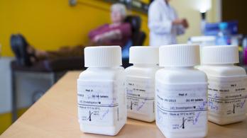 Kísérleti gyógyszert is kaphatnak a súlyos betegek