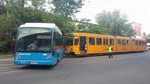 Villamos és busz ütközött az Orczy térnél