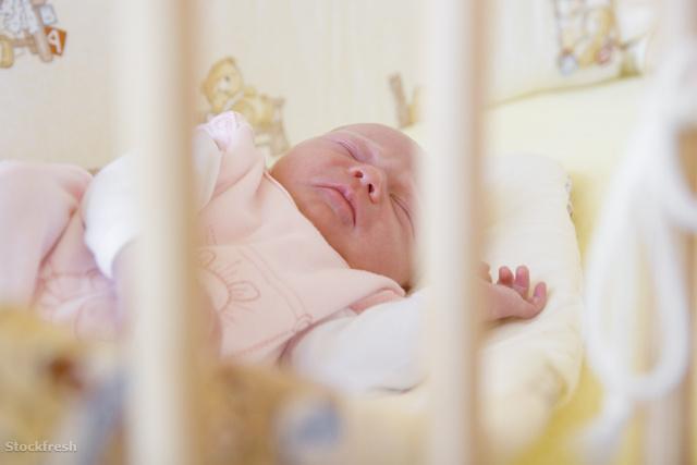 stockfresh 1531311 baby-in-cot sizeM