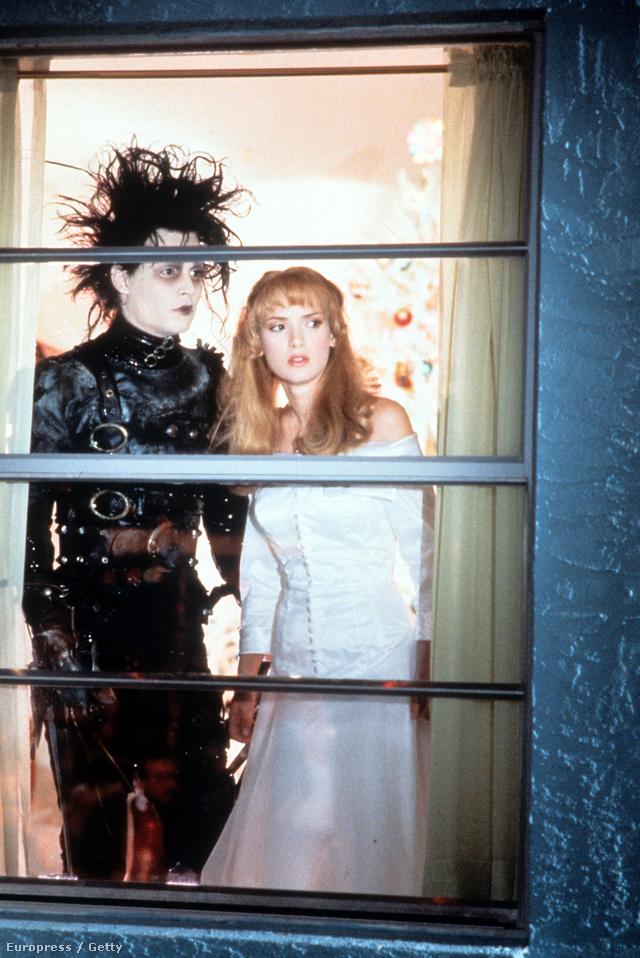 Johnny Depp az Ollókezű Edward című Tim Burton filmben ijesztgette a kertváros lakóit gótnak öltözve.