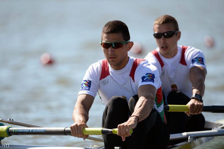 Simon Béla (b) és Juhász Adrián a brandenburgi evezős Európa-bajnokságon