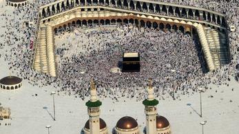 Óriás napernyővel védenék a mekkai zarándokokat