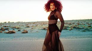 Radics Gigi neccruhában rappel új klipjében