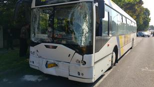 Tizenegyen sérültek meg a székesfehérvári buszbalesetben