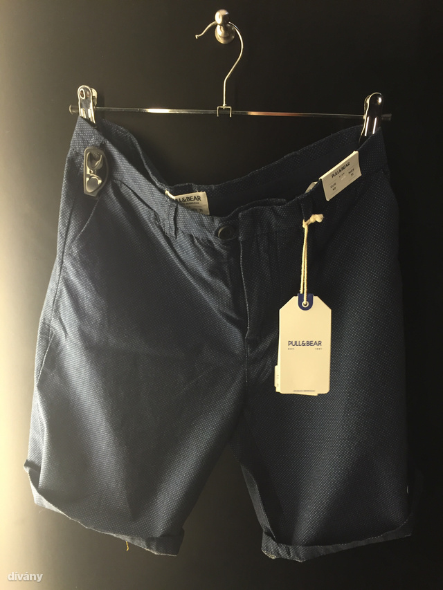 Benéztünk a Pull&Bearbe is. (Pull&Bear, 6995 Ft)