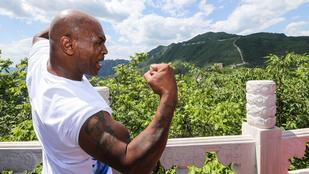 Mike Tyson elszántan vágott neki a Kínai nagy fal megmászásának