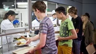 Átverik az iskolában: Vihet a gyereke idegen kaját az ebédlőbe!