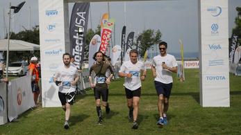 Ultrabalaton: Rekordmelegben rekord mennyiségű futó körözött a Balatonon