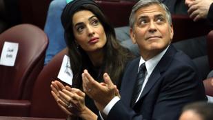 Pontosan úgy néz ki George Clooney a felesége mellett, mint egy menő ügyvéd