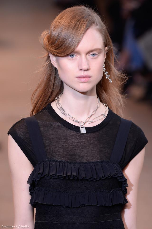 Az ikonikus lakatlánc megjelent a Dior kifutóján is.